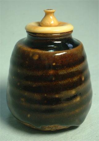 象牙の瓶子蓋 径年変化により変色 箱高台の欠け  瀬戸茶入 茶道具からき